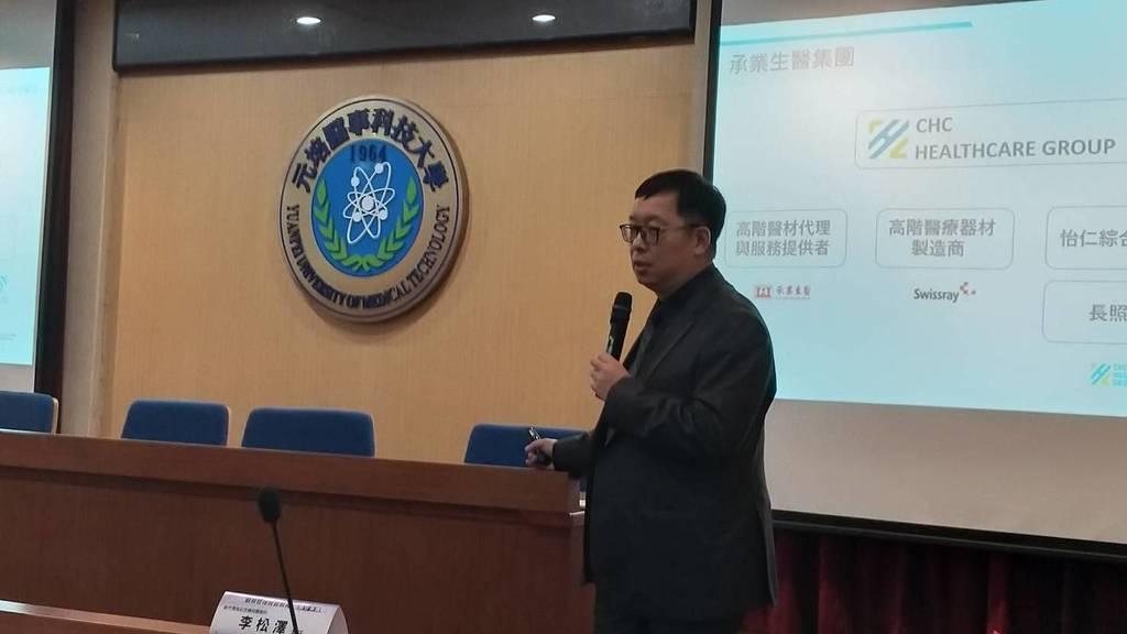 怡仁綜合醫院管理部吳家勳主任進行實習主題分享